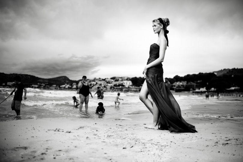 Eine traumhaft schöne Frau. Aber erst durch den Hintergrund bekommt das Bild eine Geschichte.