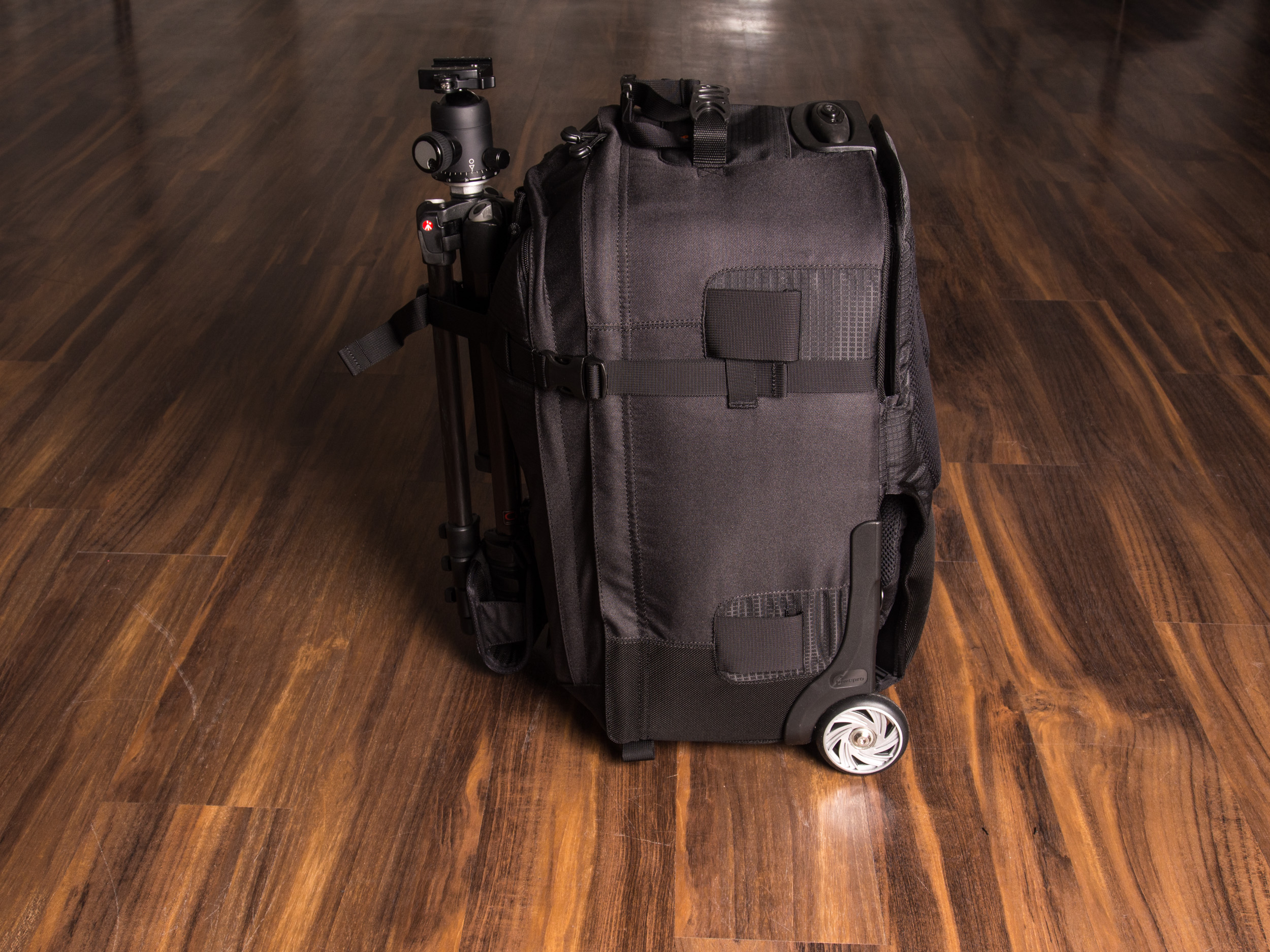test lowepro pro runner x450 aw trolleyrucksack. Black Bedroom Furniture Sets. Home Design Ideas