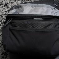 Think Tank ChangeUp (V1) -  Bauch-/Schultertasche. Praktisch! Man kann das innenpolster herausnehmen und erhält dadurch etwas mehr Platz. Eine Canon 5D bekommt man so auch noch untergebracht. Dei Tasche kann um Hüfte / Bauch getragen werden, oder einfa