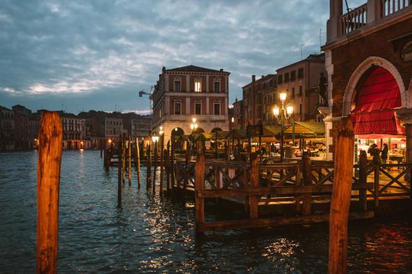 Venedig Rialto - LEICA Q (Typ 116) 1-30 Sek. bei f - 1,7 ISO 800