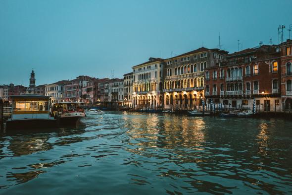 Venedig Canal Grande - LEICA Q (Typ 116) 1-80 Sek. bei f - 2,0 ISO 800