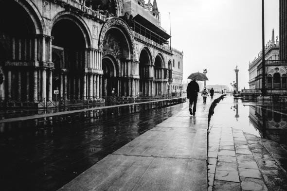 Venedig Streetfotografie Markusplatz - LEICA Q (Typ 116) 1-160 Sek. bei f - 2,8 ISO 400