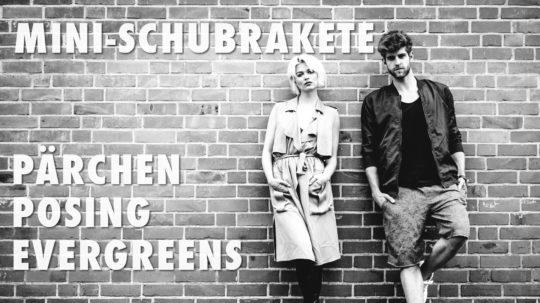 Pärchen Posing Evergreens
