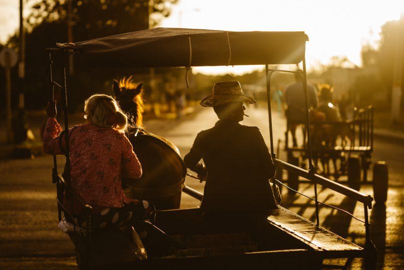 Bei Sonnenaufgang ist schon einiges los auf den Straßen. Leica M240 + Summicron 75