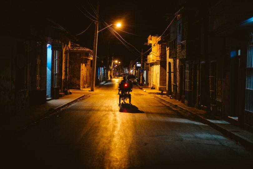 Nachts in den Straßen von Trinidad. Leica M240 + Summilux 50