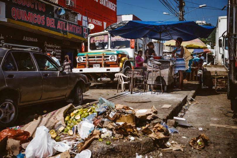 Wohn- und Geschäftsgegend etwas außerhalb der Innenstadt von Cartagena