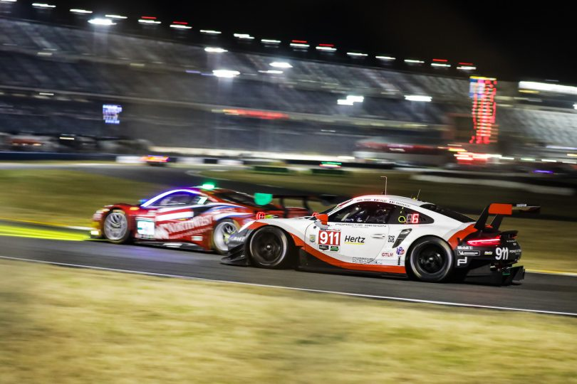 Ferrari 488 und Porsche 911, beide GTLM-Klasse, bei den 24 Stunden von Daytona 2018