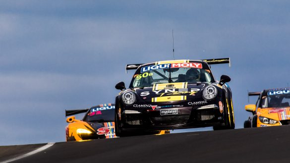 12-Stunden-Rennen von Bathurst/Australien, 2017: Porsche 911 vor McLaren (l.) und Mazda (r.)