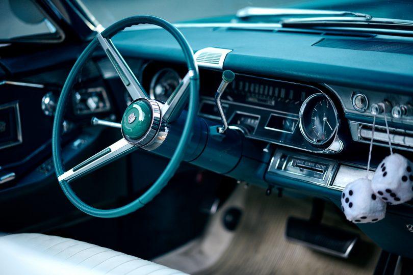 Was für ein cooles Auto. Die Würfel dürfen nicht fehlen ;-) 105 mm f/1.4