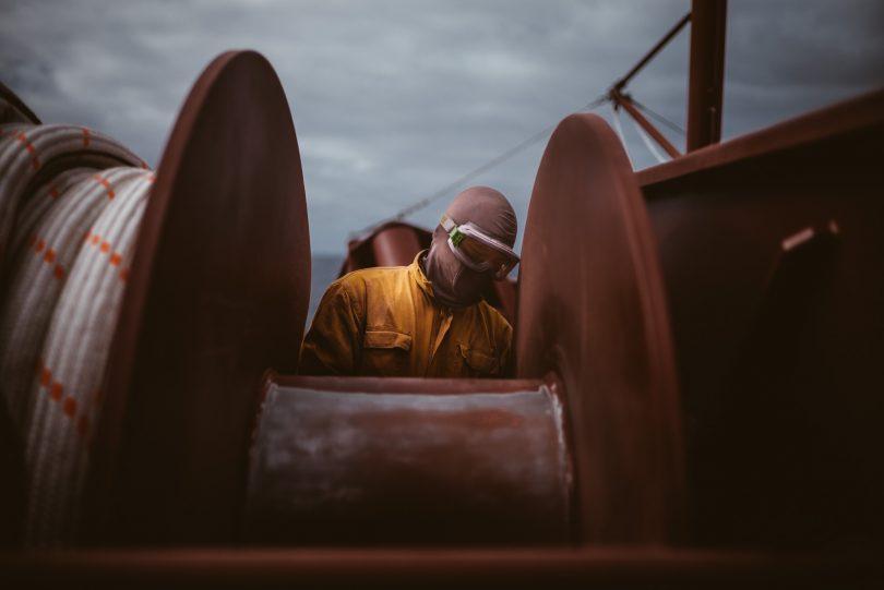 Eins meiner Lieblingsbilder aus dem Seafarers Buch. 35 mm bezieht wunderbar einen Teil der Umgebung mit ins Bild ein.