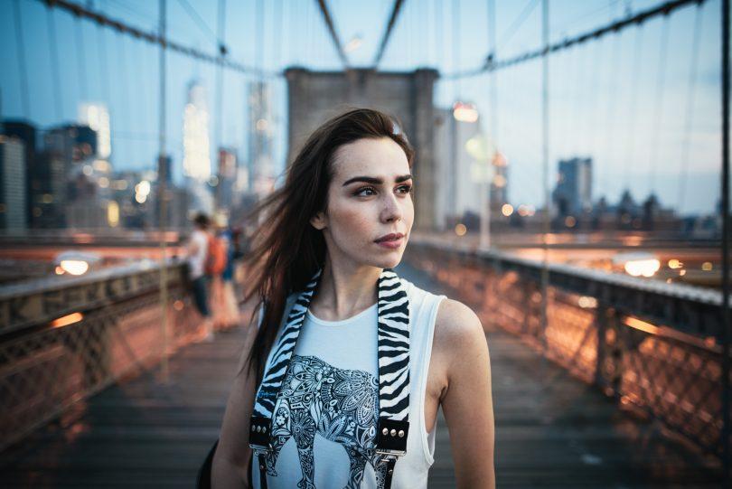 Das ist der Look, den ich bei 24 mm und f/1.4 so mag. Vor allem in grafischen Umgebungen, wie hier auf der Brooklyn Bridge.