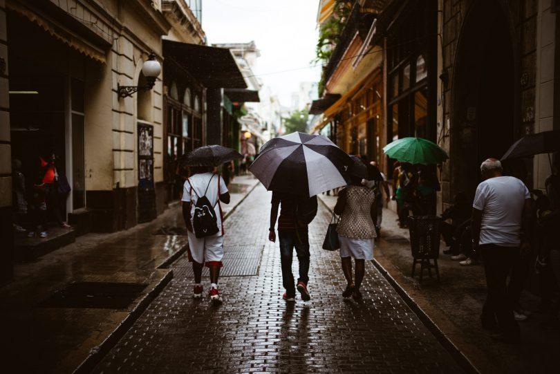 Wir sind zur Regenzeit auf Kuba. Bekommen wir auch gleich am ersten Tag zu spüren.