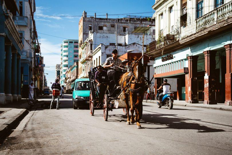 Pferdefuhrwerke gehören zu den typischen Fortbewegungsmitteln auf Kuba.