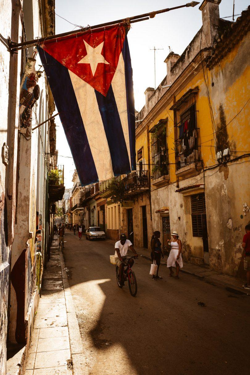 Auf dem Weg ins Restaurant. Ich finde die kubanische Flagge ist eine der schönsten.