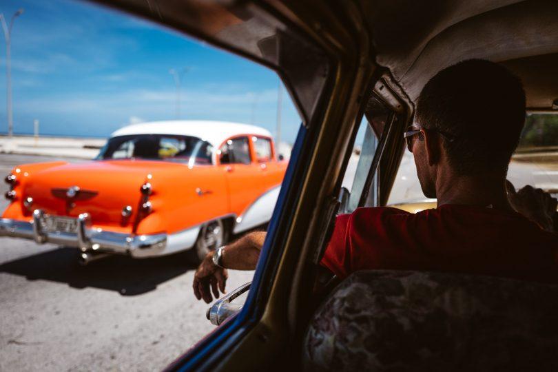 Zum Abschluß noch ein cooles Cruising-Foto aus unserem Taxi heraus. Happy End.
