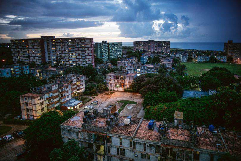Ein Blick von oben in das Wohnviertel außerhalb Havannas.