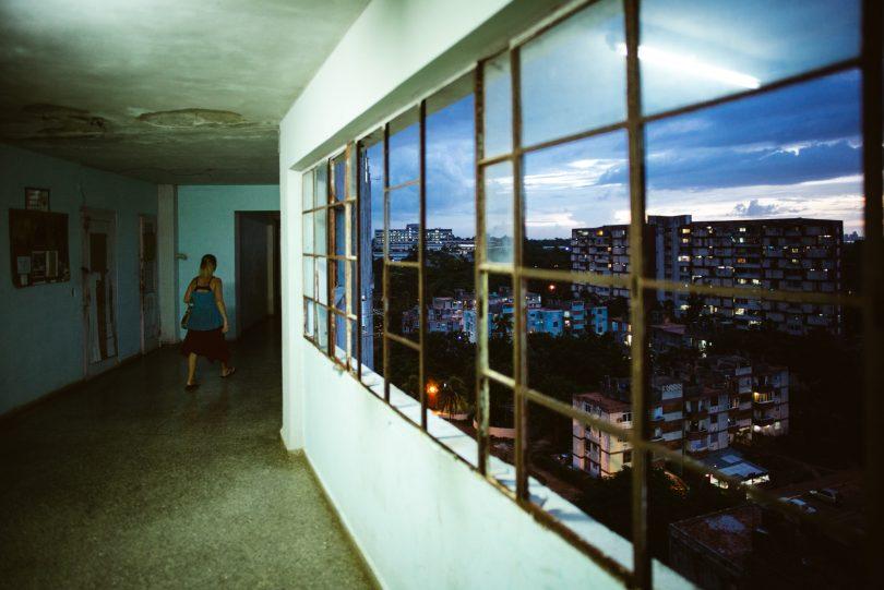 Auf der Suche nach Jans Doppelgänger sind wir in das Haus gegangen, wo er wohnt. Leider war er nicht da. Auf Kuba klopft man einfach an die Tür.