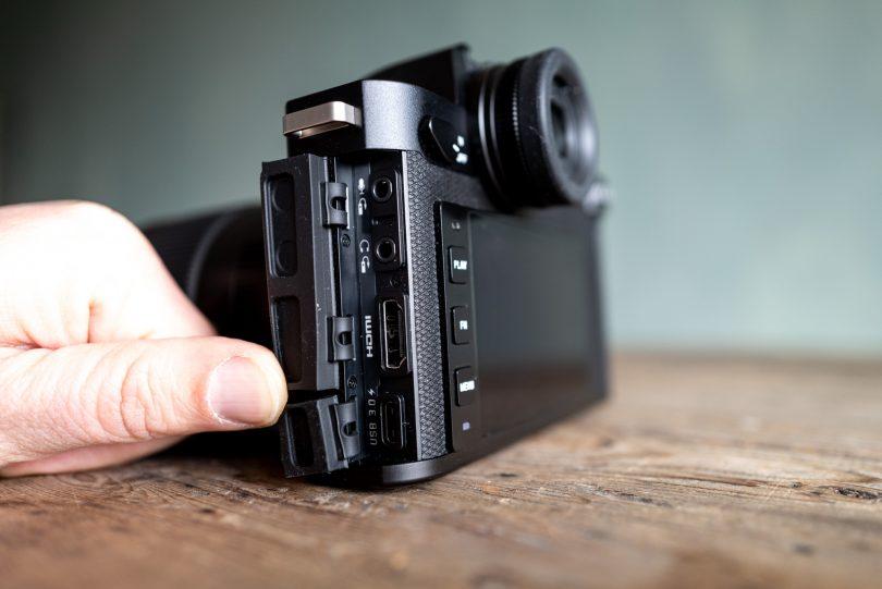 Anschlüsse für Mikrofon, Kopfhörer, HDMI und USB-C versprechen gute Videofähigkeiten